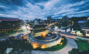 dongdaemun-seoul-korea-heunginjimun-travel-hhwt